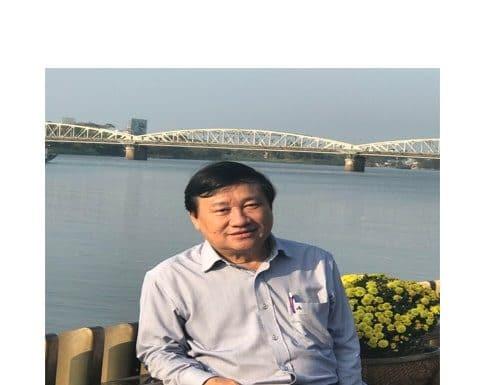 Tiến sĩ ngữ văn Huỳnh Văn Hoa