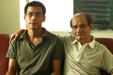Nhà văn Thanh Quế và con trai