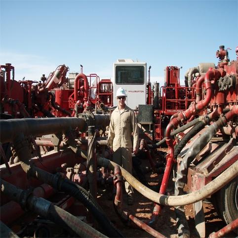 Hệ thống máy bơm thủy lực dùng trong kỹ thuật khai thác dầu khí đá phiến