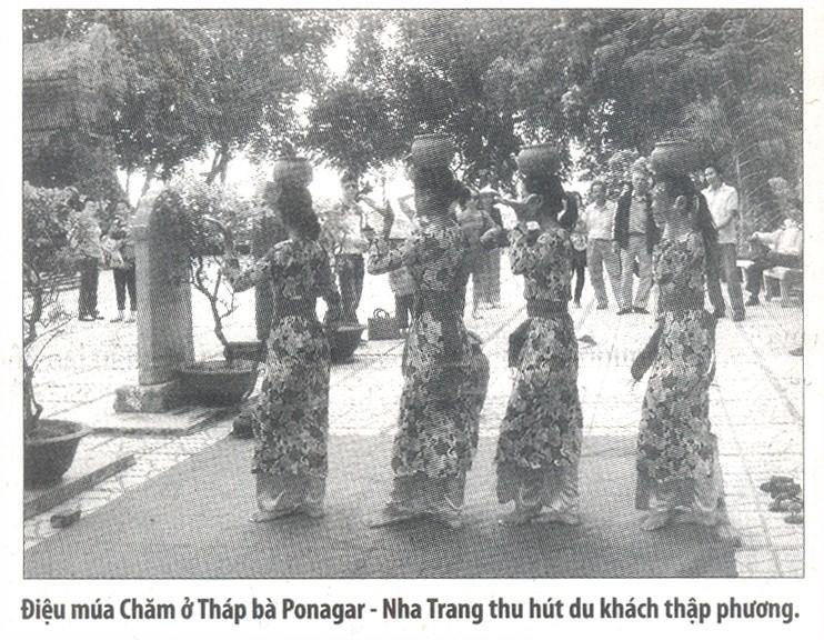 Điệu múa Bóng (Chăm) ở Tháp Bà, Nha Trang (Ảnh St)