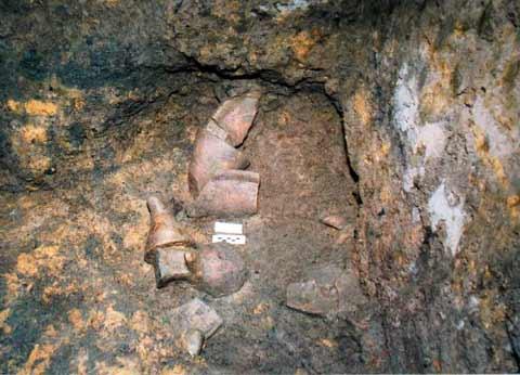 Các hiện vật gốm được phát hiện tại di tích khảo cổ học Đồng Đậu năm 1999.