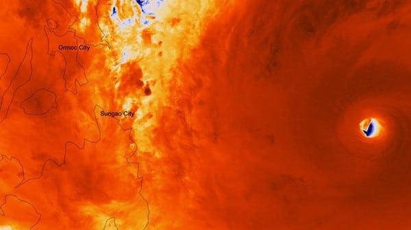 Là một trong những siêu bão mạnh nhất trong lịch sử, phần mắt bão Hải Yến được nhìn rất rõ từ bên ngoài không gian