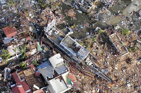 Siêu bão Hải Yến ập vào Philippines, phá hủy 70 – 80% các thành phố mà nó quét qua