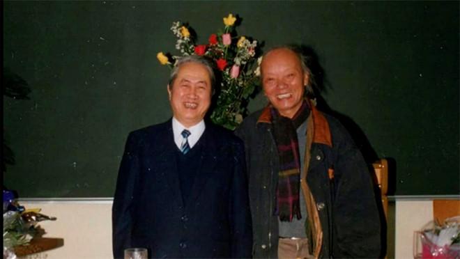 GS-NGND Hà Văn Tấn (trái) và GS-NGND Trần Quốc Vượng