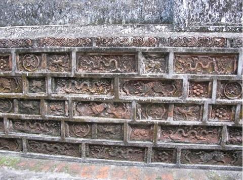 Móng gạch chùa Hội (Hà Nội). Ảnh: Ngô Thị Lan
