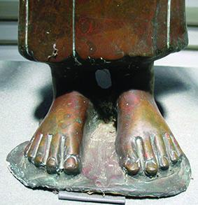 Tượng Tara: Đôi bàn chân trần