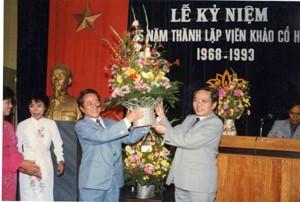 Giáo sư Hà Văn Tấn tại Lễ kỷ niệm thành lập Viện Khảo cổ