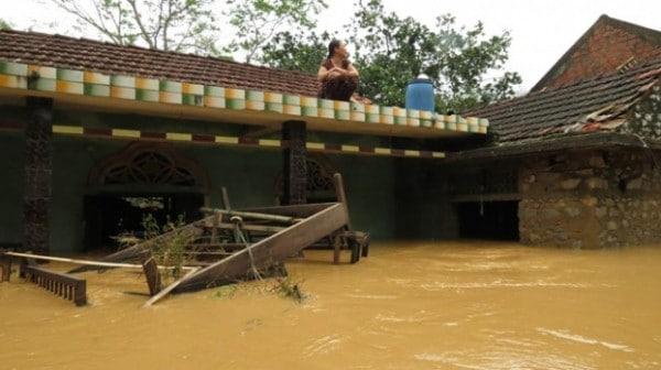 Hàng vạn ngôi nhà ngập trong nước lũ