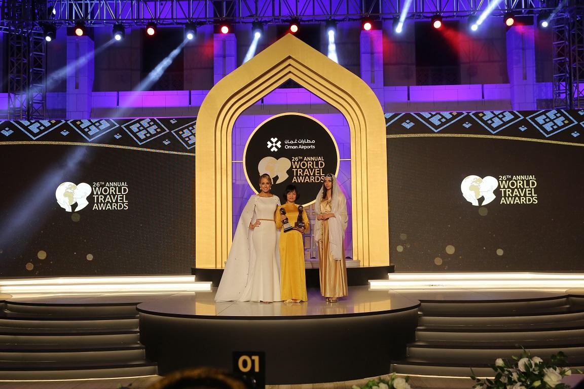 Đại diện Tập đoàn Sun Group nhận giải thưởng Điểm du lịch văn hóa hàng đầu Thế giới tại Oman