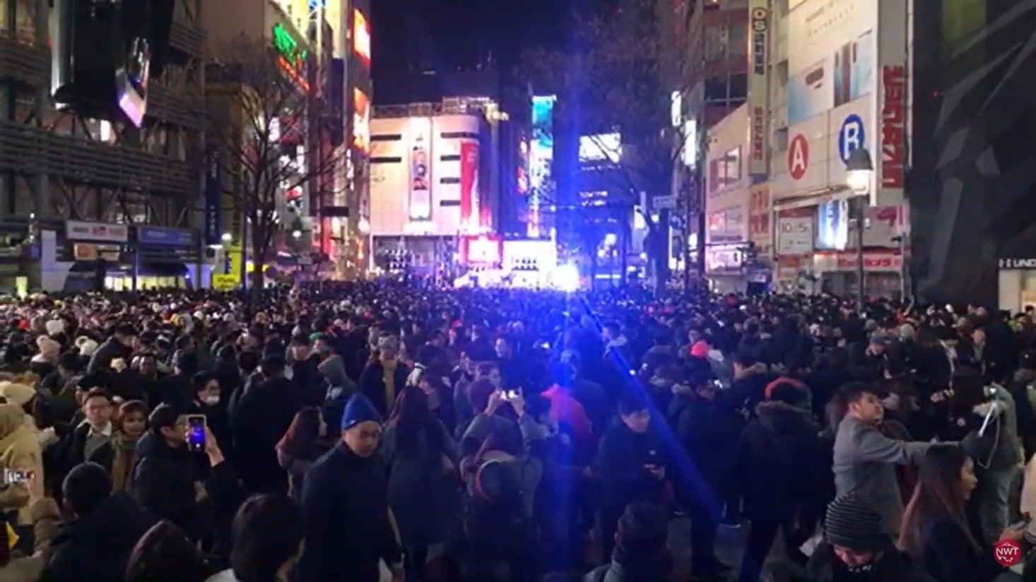 Người dân và khách du lịch tập trung ở khu Shibuya đếm ngược đón năm mới 2020