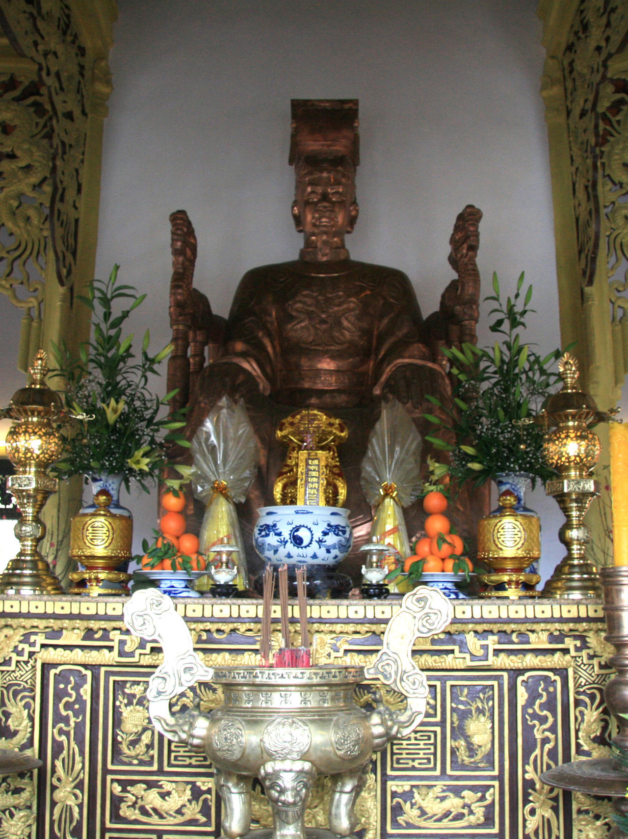 Tượng thờ Trần Nhân Tông ở Huế