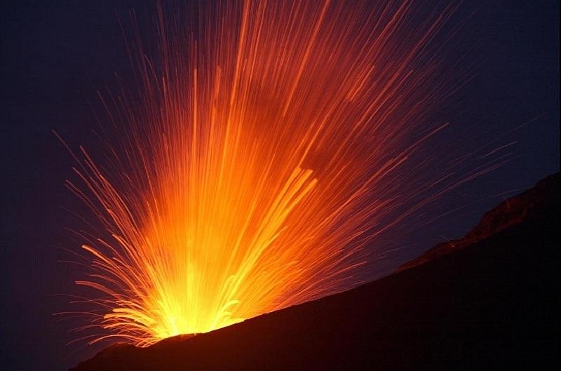 Núi lửa Anak Krakatau của Indonesia