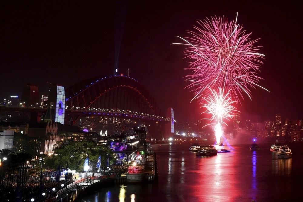 Bất chấp khói mù từ các đám cháy rừng, Sydney vẫn lung linh bừng sáng khi bước vào năm mới