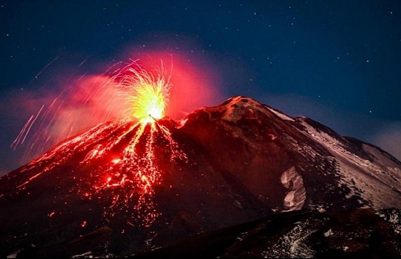 Núi Etna ở Ý là ngọn núi lửa đang hoạt động lớn nhất châu Âu