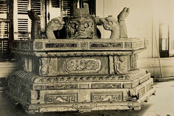 hần lớn tượng Quan Âm của Việt Nam đều tượng trưng cảnh Phật bà nhô lên từ nước (hay biển trầm luân) qua bệ đỡ của quỷ, mang ý nghĩa thiện, ác tách rời.