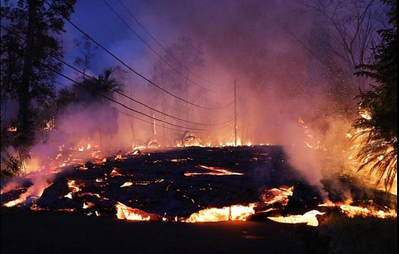 núi lửa Kilauea của Hawaii đã phun trào dữ dội với lượng dung nham đủ để lấp đầy