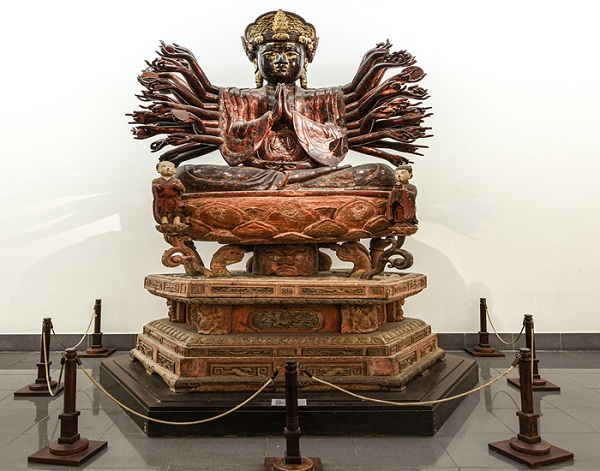 Tượng Quan Âm chùa Hội Hạ, chất liệu gỗ phủ sơn