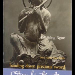 Gươm Báu Trao Tay (Song ngữ Việt - Anh)