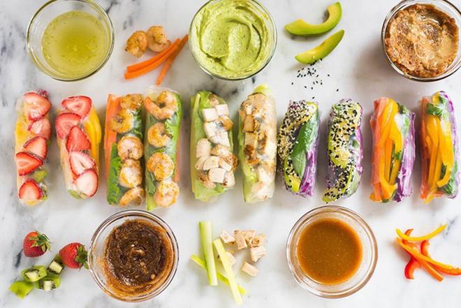 Hầu như các món cuốn đều có nhiều rau xanh, không hoặc ít chứa dầu mỡ, nguyên liệu được sơ chế hấp hoặc luộc để giữ được vị ngon nguyên bản, dù ăn nhiều vẫn không bị đầy bụng