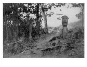 Tượng ma thuật tạc trên cây (Cliché: Les chasseurs de sang, 1938)