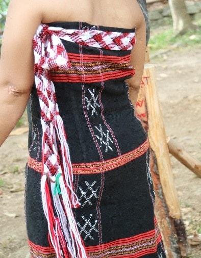 Trang phục phụ nữ Cơ Tu thời nay (Ảnh: VVH)