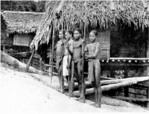 Các thợ săn / chiến binh (Ảnh: Latouille, 1938)