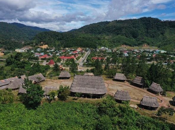 Một ngôi làng Cơ Tu huyện TâyGiang, 2018, Ảnh: St)