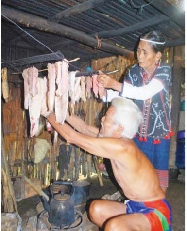 Xông thịt rừng trên bếp