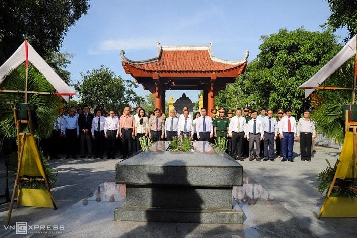 Ngày 26/9, tỉnh Hà Tĩnh phối hợp với Hội Kiều học Việt Nam, Hội đồng gia tộc họ Nguyễn - Tiên Điền tổ chức lễ giỗ lần thứ 200 của Nguyễn Du.