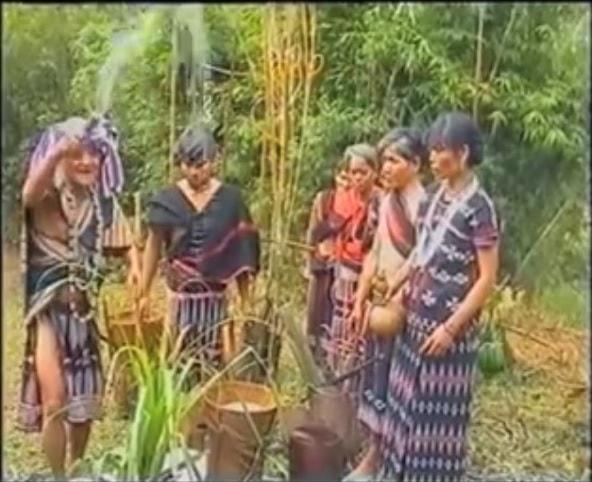 Làm lễ xin dàng cho trỉa lúa (Ảnh: VVH)