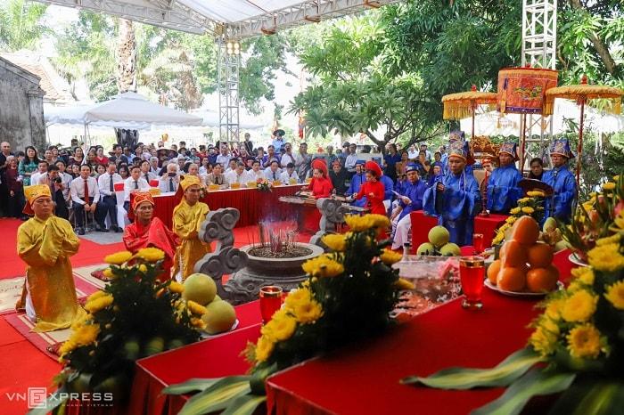 lễ giỗ được cử hành tại Linh điện đại triều Nguyễn Du đặt trong khu di tích