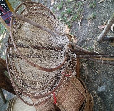 Dụng cụ đánh bắt cá (Ảnh: VVH, 4/2019, tại thôn Pho, xã Sông Kôn,