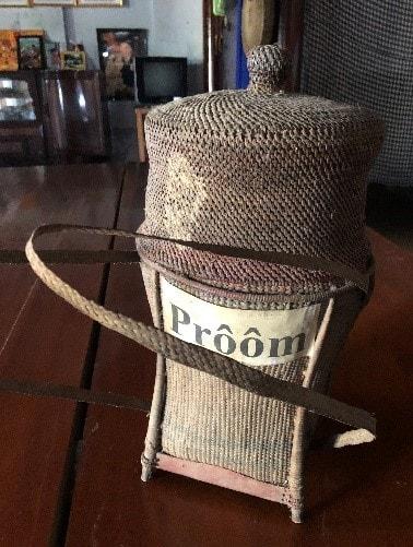 Gùi Prôôm (Ảnh: VVH,1/2020 tại nhà ông Y Kông)