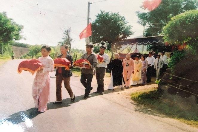 Lễ cưới thời nay Đoàn rước dâu đi từ nhà trai sang nhà gái