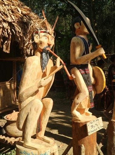 Khắc gỗ Ngậm tẩu và múa tâng tung (A. VVH)