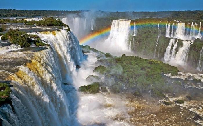 Thác Guaira, biên giới Paraguay-Brazil: Guaira là một trong những dòng thác mạnh nhất trên thế giới. Kỳ quan này bao gồm 18 ngọn thác nhỏ, có cái cao đến 40 m. Tuy nhiên vào tháng 10/1982, thác Guaira bị đóng để tạo ra đập Itaipu, cung cấp 75% điện về Paraguay và 25% cho Brazil. Dù dự án này khả thi nhưng cái giá phải trả là quá lớn khi thế giới vĩnh viễn mất một kỳ quan thiên nhiên tuyệt đẹp.