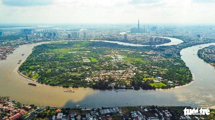 Ưu tiên đầu tư xây dựng tuyến đường thủy Vành đai ngoài: từ sông Sài Gòn - rạch Tra - kênh xáng An Hạ - kênh Lý Văn Mạnh - sông Chợ Đệm - Bến Lức - sông Cần Giuộc - rạch Bà Lào - rạch sông Tắc - rạch Trau Trảo - rạch Chiếc - sông Sài Gòn với tổng chiều dài khoảng 108km với tổng kinh phí khoảng 4.794 tỉ đồng. Trong ảnh: dòng sông Sài Gòn uốn lượn qua Thanh Đa, quận Bình Thạnh - Ảnh: QUANG ĐỊNH