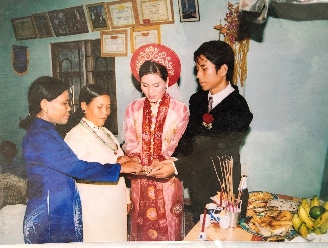 Lễ tạ ơn đấng sinh thành Cô dâu Đậu Thị Bích Sửu cùng Chú rể mời trầu hai mẹ
