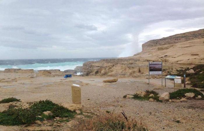 Cổng vòm đá Azure Window, Malta: Đây là kỳ quan tự nhiên được tín đồ đam mê chụp ảnh yêu thích. Nó được hình thành do sự sụp đổ của một hang động ven biển từ thế kỷ 19. Tuy nhiên tháng 3/2019, một cơn bão lớn đổ bộ vào Malta đã làm cổng vòm đá sụp đổ.2-min