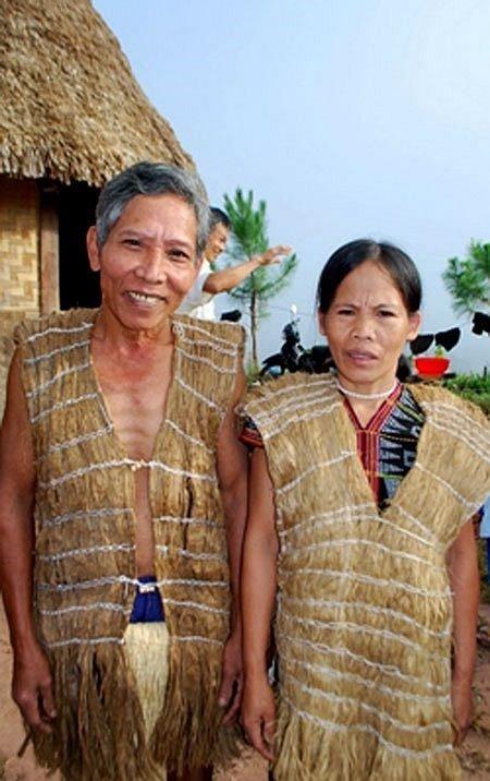 Y phục vỏ cây cho nam và nữ (Ảnh: St)