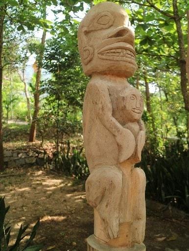 Khắc gỗ Ma rừng (Ảnh : VVH, 4/2019)