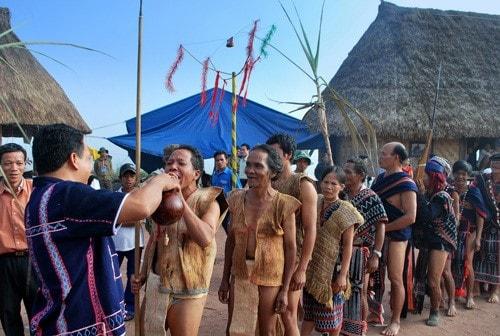 Biểu tượng cây mía trong lễ hội đâm trâu (Ảnh: Internet)