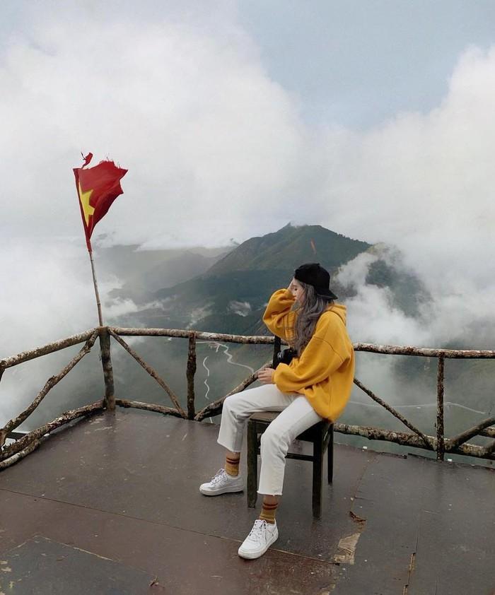 Đến Sa Pa thời điểm này, du khách thưởng ngoạn biển mây đẹp nhất trong năm. Ảnh: Ppa.ppa, Adriananhtuan.