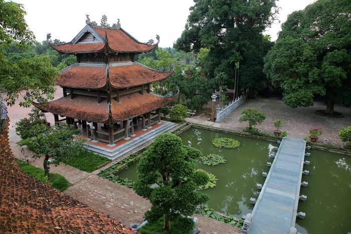Trong chùa hiện còn lưu giữ hơn 100 pho tượng đất nung, điêu khắc tinh xảo.