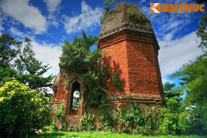 Nằm trên địa phận xã Điện An, huyện Điện Bàn, tỉnh Quảng Nam, cách đô thị cổ Hội An khoảng 14 km, tháp Bằng An là một trong những tháp Chăm cổ còn sót lại ở tỉnh Quảng Nam.