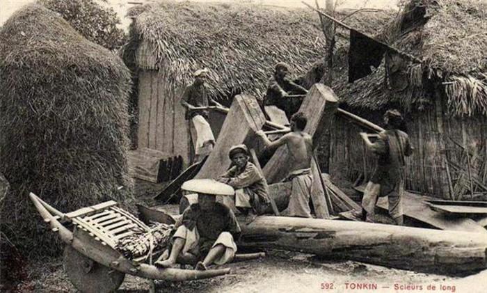 Xẻ gỗ: Nghề phổ biến ở khu vực rừng núi phía Bắc. Các thợ sơn tràng phải phối hợp nhịp nhàng để đưa đẩy lưỡi cưa sao cho tấm gỗ được xẻ phẳng như ý.