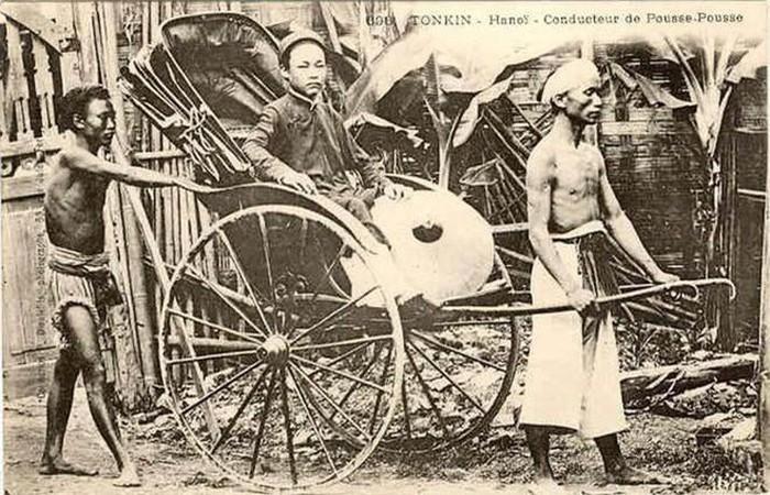 Phu kéo xe: Với sự xuất hiện của người Pháp, loại hình vận chuyển xe tay bánh gỗ hoặc bánh cao su do người kéo có mặt ở thành thị Việt Nam đầu thế kỷ 20. Để làm được việc này người phu xe tay phải có sức khỏe dẻo dai, sử dụng đôi tay thuần thục giữ thăng bằng cũng như phân phối sức cho đều tùy vào quãng đường kéo.