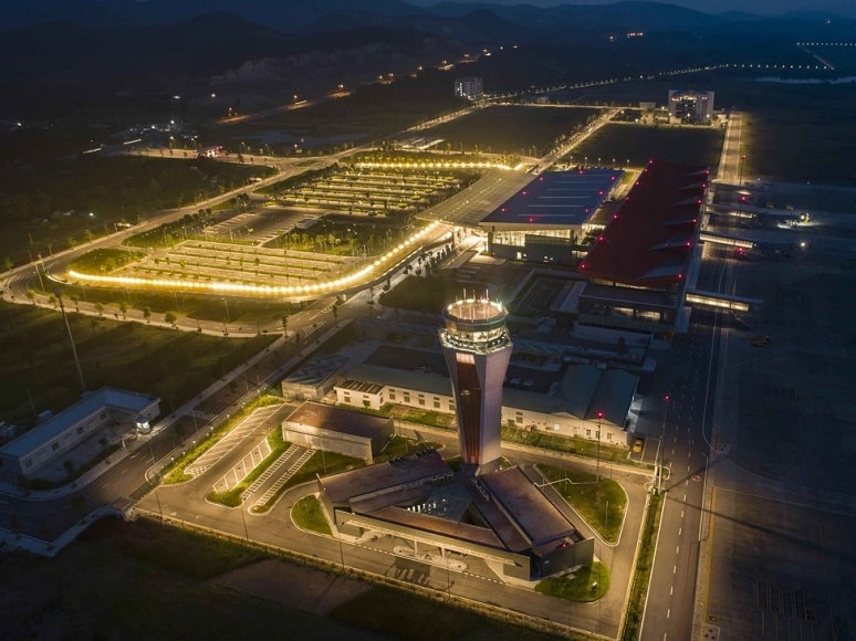 Cảng hàng không quốc tế Vân Đồn (Quảng Ninh) một lần nữa viết tiếp niềm tự hào Việt Nam khi được xướng danh tại WTA 2020 khu vực châu Á với hai giải thưởng: Sân bay có hệ thống phòng chờ thương gia hàng đầu châu Á và Sân bay khu vực hàng đầu châu Á. Năm 2019, khi mới khai trương chưa đầy một năm, Cảng hàng không quốc tế Vân Đồn đã được vinh danh Sân bay mới hàng đầu châu Á.