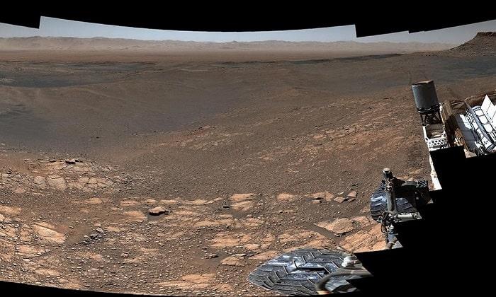Bức ảnh bề mặt sao Hỏa với độ phân giải cao nhất từ trước tới nay (1,8 tỷ megapixel) được ghép từ hơn 1.000 ảnh chụp từ robot tự hành Curiosity. Ảnh: NASA.