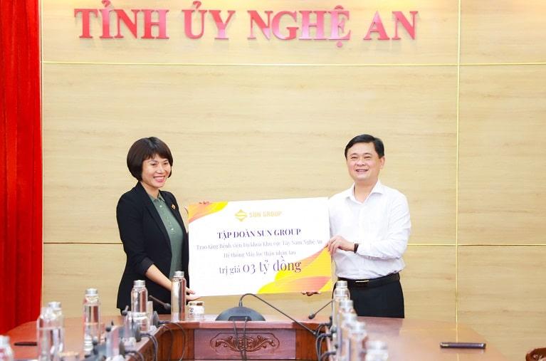 Đại diện cho tỉnh, ông Thái Thanh Quý, bí thư Tỉnh uỷ Nghệ An nhận tài trợ từ phía Tập đoàn Sun Group. Hệ thống máy móc sẽ được nhà cung ứng trực tiếp vận chuyển và lắp đặt tại bệnh viện Đa khoa khu vực Tây Nam Nghệ An.